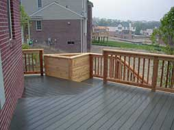 deck with raised planter